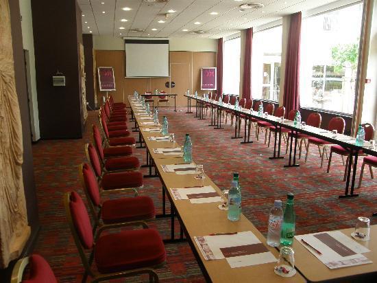 Ibis Cavaillon Luberon : Salles de réunion