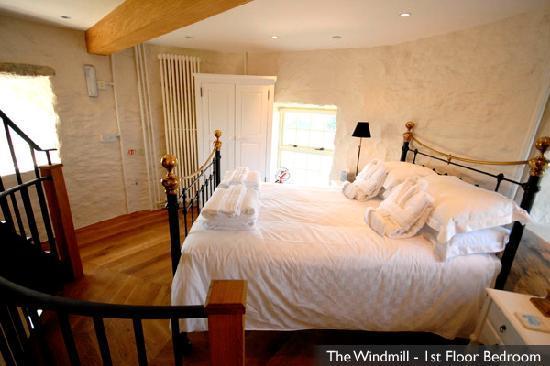 Beaumaris, UK: A Bedroom at The Windmill