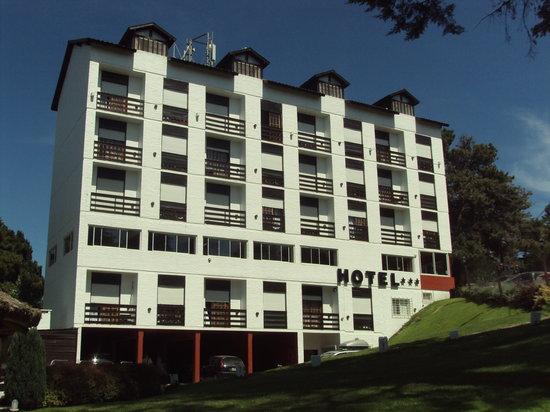 Villa Mora Hotel: Frente del hotel y su parque