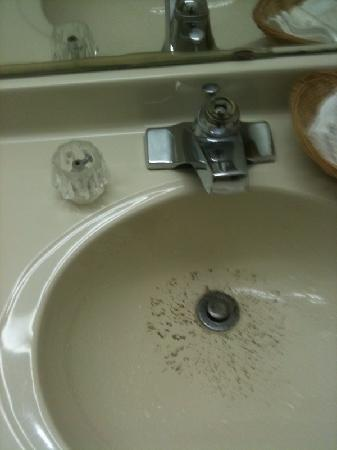 Maggie Valley Inn and Conference Center: hardened dirt in the sink + broken knob