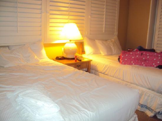 Kaanapali Ocean Inn: INSIDE BUNGALOW
