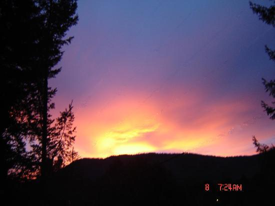 Redwood Meadows RV Resort: Sunrise from our site