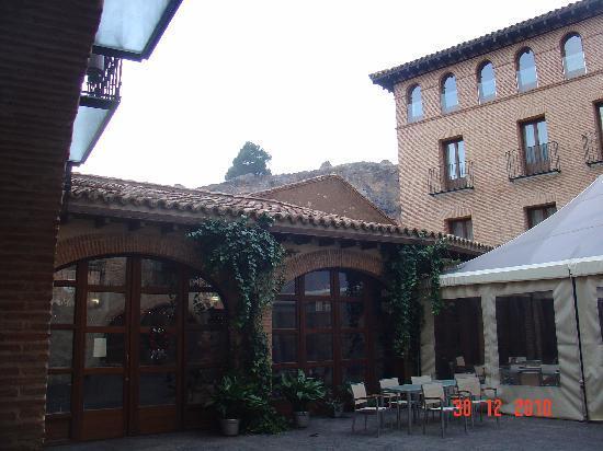 Cienbalcones Hotel: Patio interior