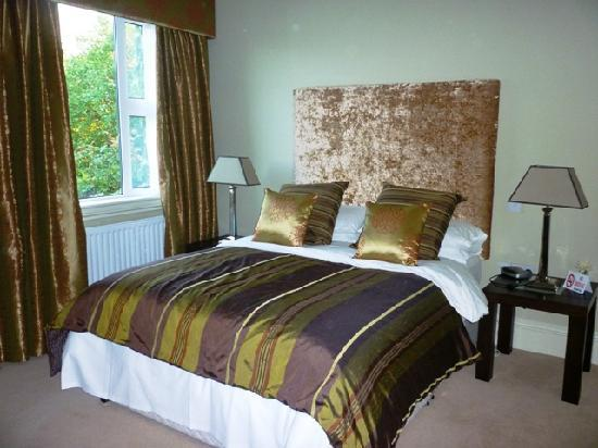 St Kyrans Country House: Our room, very plush