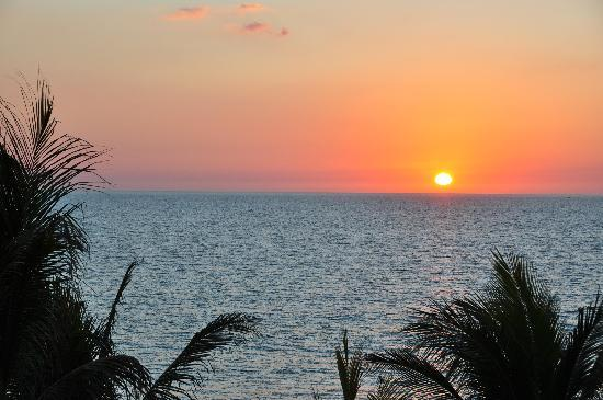 Best Western Plus Beach Resort: Sunset from Balcony