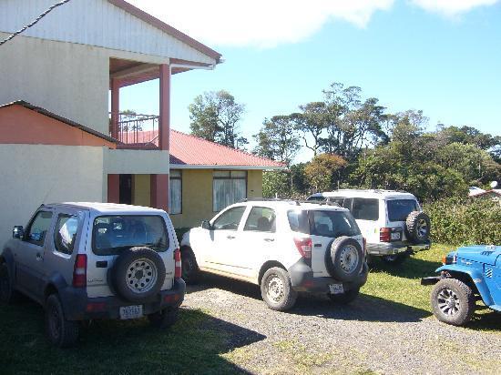 Hotel La Puesta del Sol: Parking area