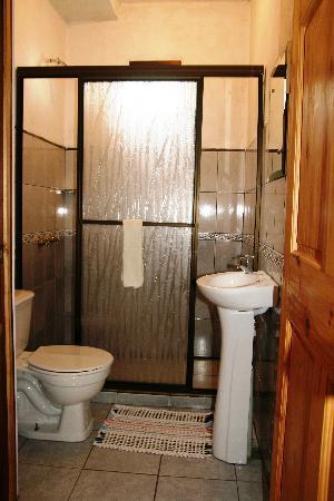 Hotel La Puesta del Sol: New and Clean Bathrooms
