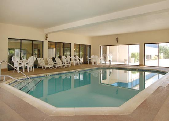 Comfort Suites University Area: indoor heated pool