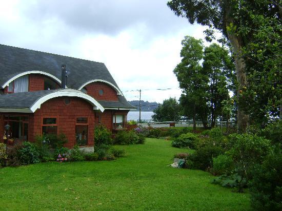Canales del Sur: hotel con vista del jardín interior y el lago al fondo