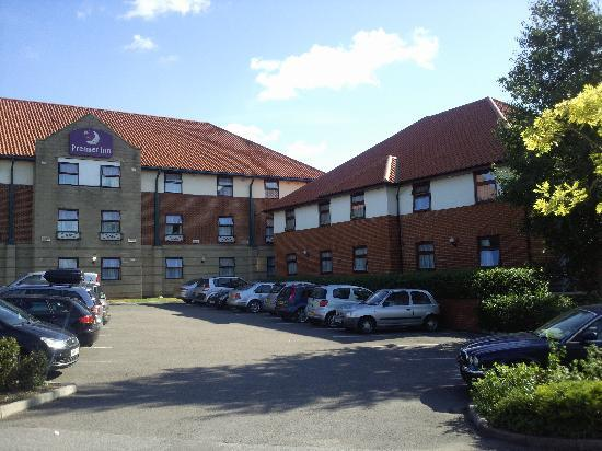 ‪‪Premier Inn Oxford Hotel‬: Front view of the hotel‬