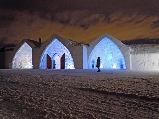 Hotel de Glace: Beautiful hotel under the clouds