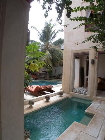 Lamu House Hotel: main pool area