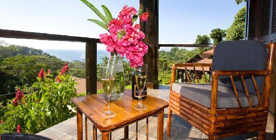 TikiVillas Rainforest Lodge & Spa: Villa Balcony - TikiVillas