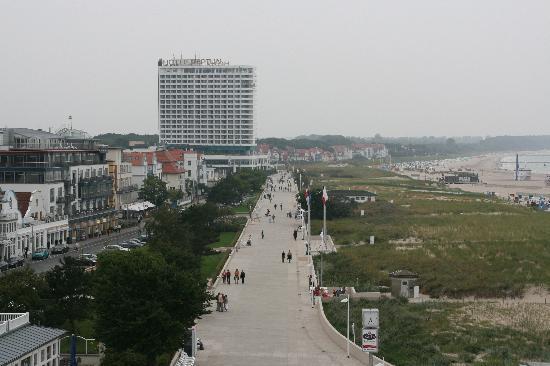 Warnemünde, Deutschland: Blick vom Turm auf die Promenade