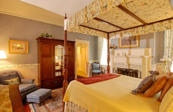 Cannonboro Inn: Queen Room #6