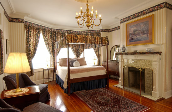Cannonboro Inn: Queen Room #1