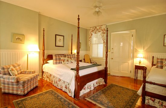 Cannonboro Inn: Queen Room #3