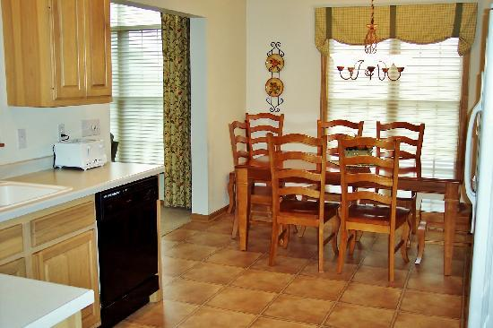 Meadow Ridge Resort: Full kitchens allow great meals to be cooked and enjoyed within the unit.