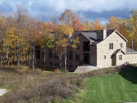 Meadow Ridge Resort: We are nestled into an Egg Harbor hillside
