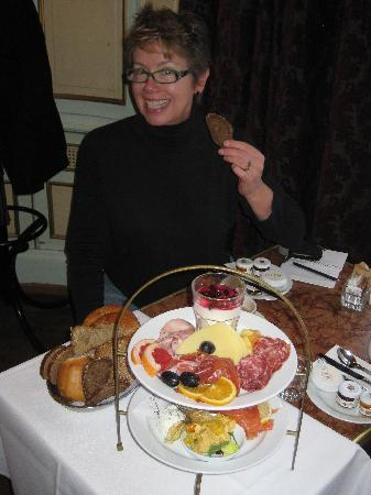 Cafe Einstein: I loved this breakfast - can you tell?