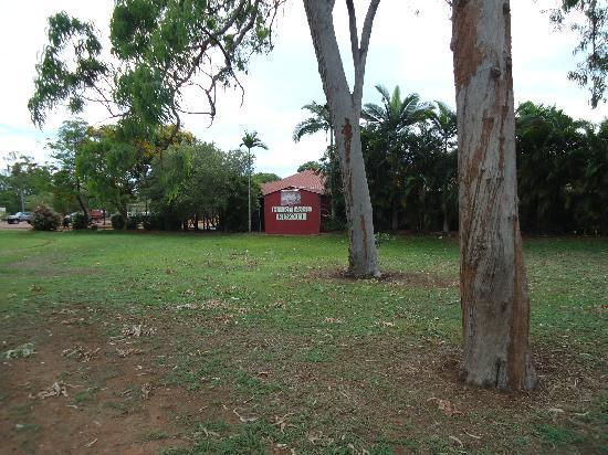 Heritage Resort Weipa: Woolworths and the resort closeby