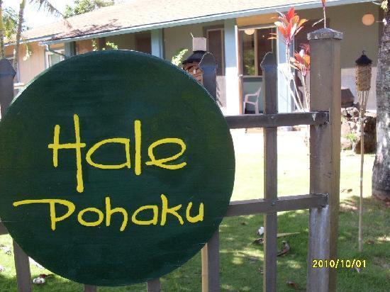 Hale Pohaku Beachside Resort: So much character. ..