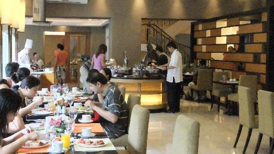 โรงแรมซิตี้ การ์เด้น สวีท: ビュッフェ形式の朝食