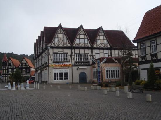 "Arita-cho, Japonia: The ""german village"" with restaurant"