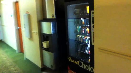 Quality Inn: Vending area