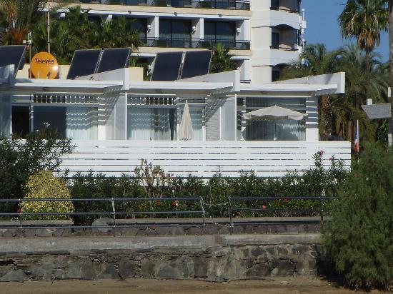 El Capricho Apartamentos: Ansicht des Apt. vom Strand her