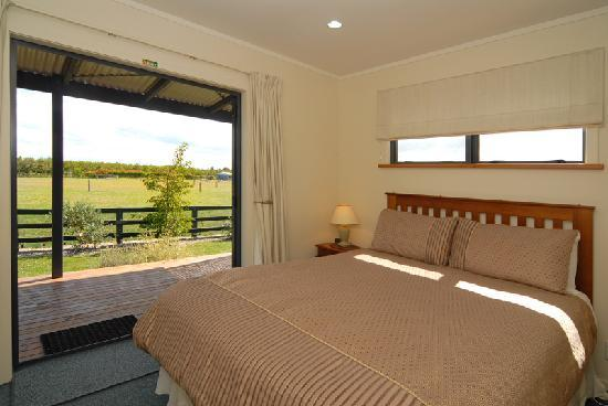 Cottages on St. Andrews & Lodge On St Georges : Queen Room in 2 bedroom cottage