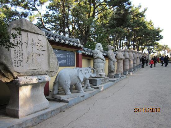 Busan, South Korea: Yonggungsa