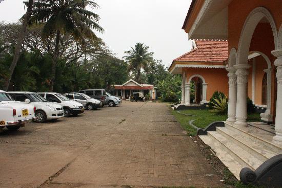 Lakshmi Hotel & Resorts: Resort front view