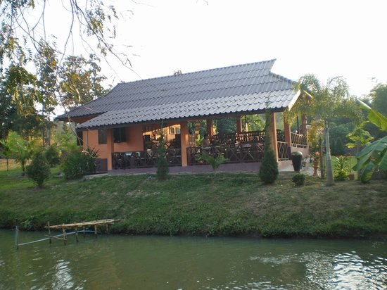 Ban Rai Tin Thai Ngarm Eco Lodge: the common building, for breakfast and dining