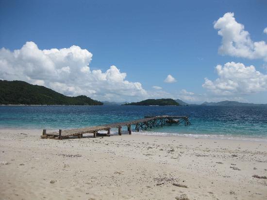 Mangenguey Island: Beach and Pier