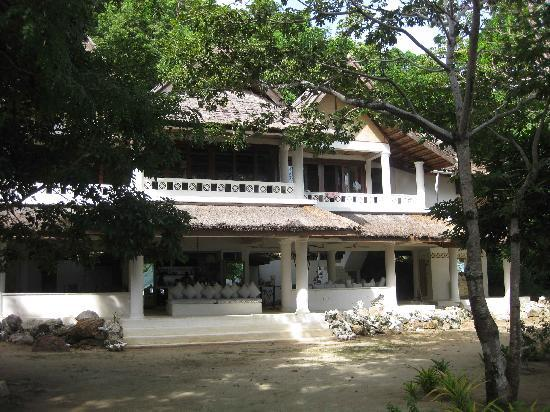 Mangenguey Island: Exterior of Main Building