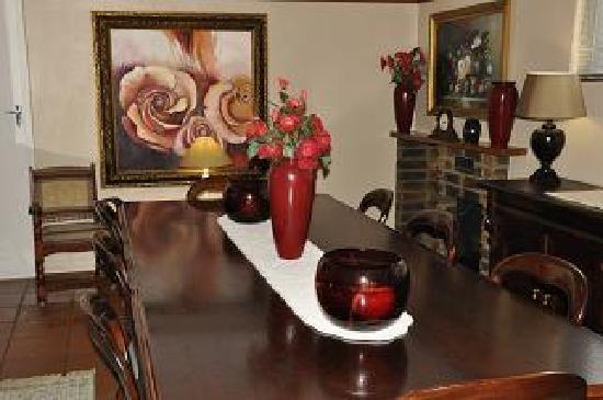 Crane's Nest Guest House @ 211: Dinning Room