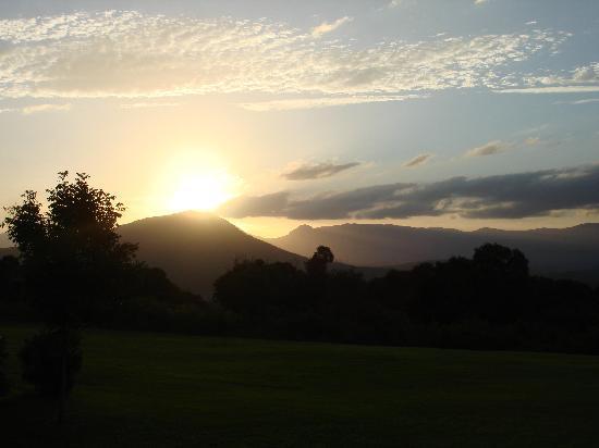 The Bunyip Scenic Rim Resort: Sunset view from the resort