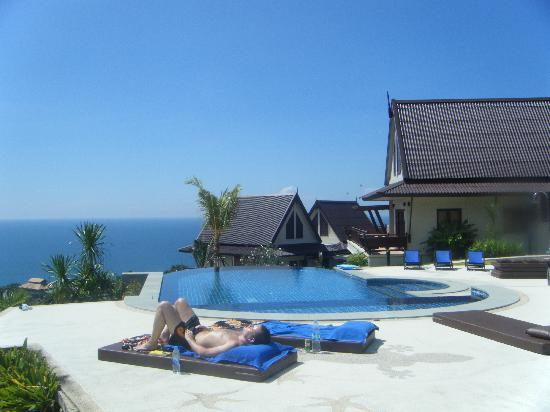 Baan KanTiang See Villa Resort (2 bedroom villas): Poolside