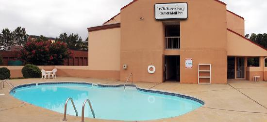 Williamsburg Outlet Mall Inn: Pool
