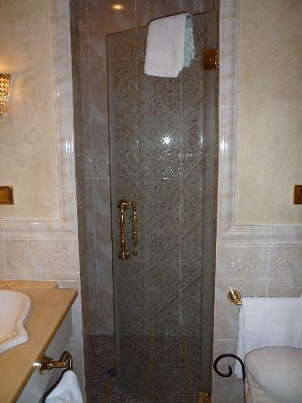 cabina doccia con mosaico - Picture of Hotel Rossl, Rabla - TripAdvisor