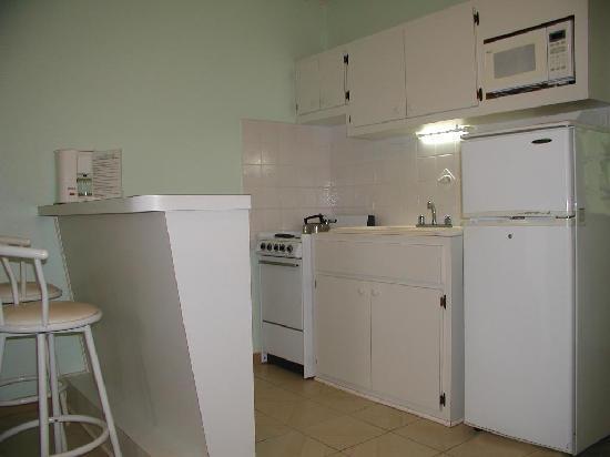 Turquoise Shell Inn : Kitchen view