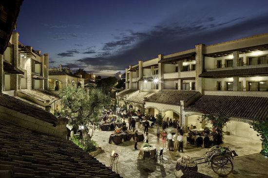 Noicattaro, Italie : La Piazza del Borgo dell'UNA Hotel Regina