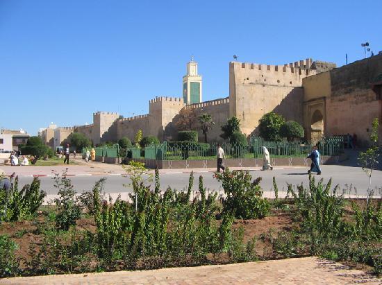 Mequinez, Marruecos: Stadtmauer Meknes