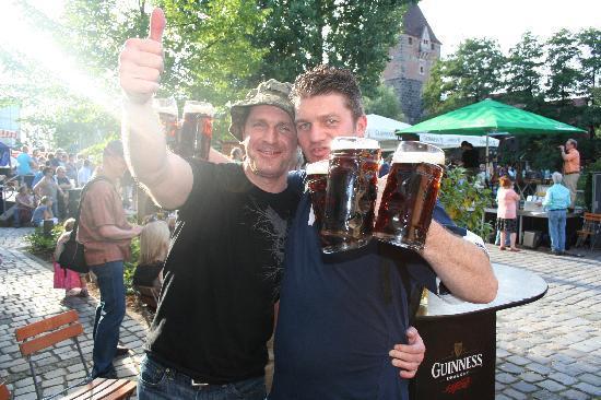 O'Sheas Irish Pub & Biergarten: Great BEER