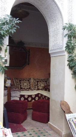 Riad Aguerzame: Le coin apéro du Riad (activité très importante)