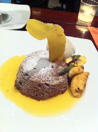 La Mar - Loreto: chocolate souffle w maracuyá