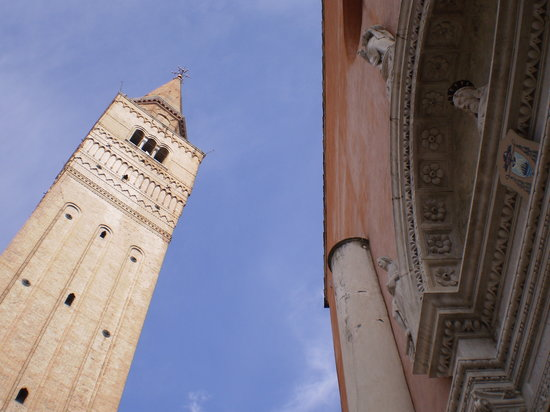 Pordenone, Italy: Church entrance & Bell Tower