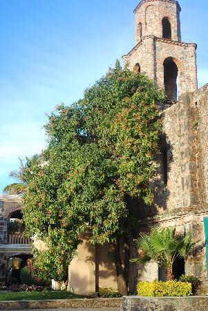 Xochitepec, Mexico: A look at the chapel from the exterior courtyard