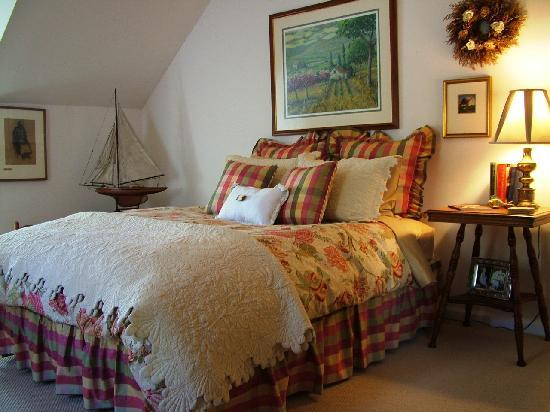 The Derwen Del Guest Room - The Welsh Hills Inn - Granville Ohio Bed & Breakfast